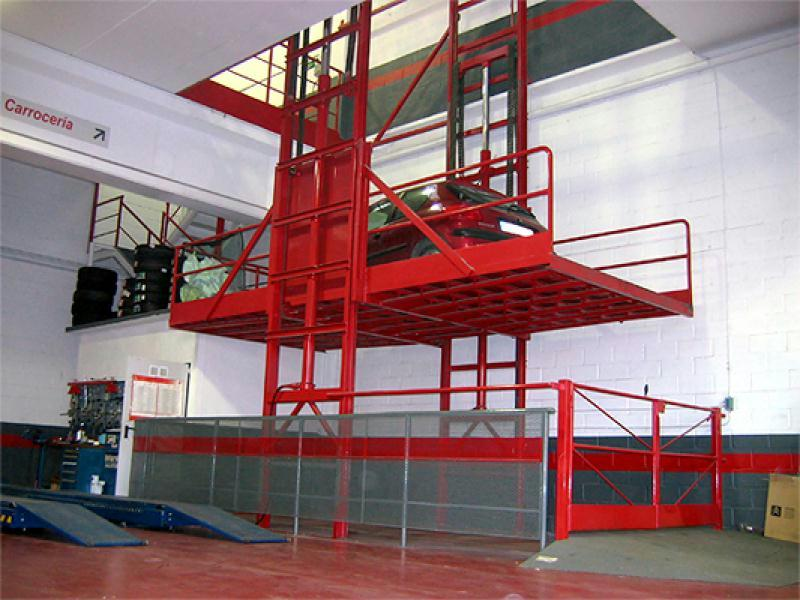 انواع آسانسور کارگاهی